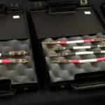 Korte kabels voor bi-wire luidsprekeraansluitingen