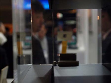 Sony's 0,3 mm OLED scherm